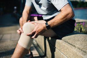 stiff knee pain